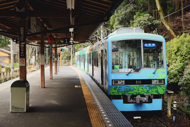 叡山電車の水色の車両