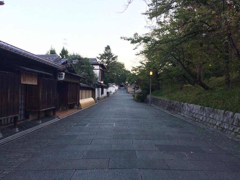 朝のねねの道