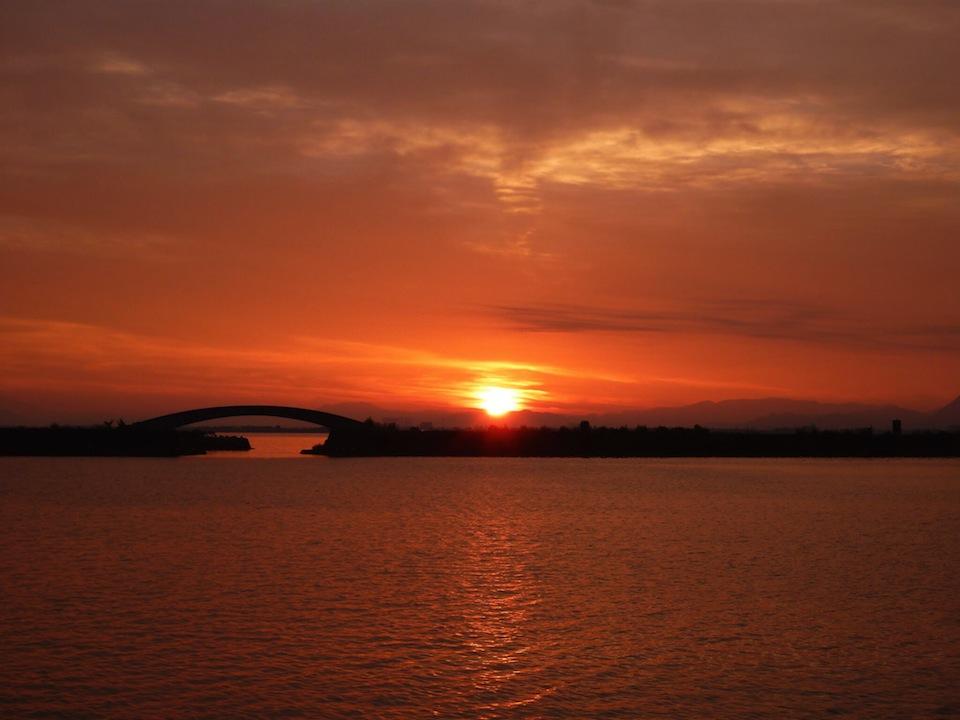 琵琶湖大橋の夕暮れ